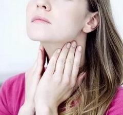 Как проявляется першение в горле